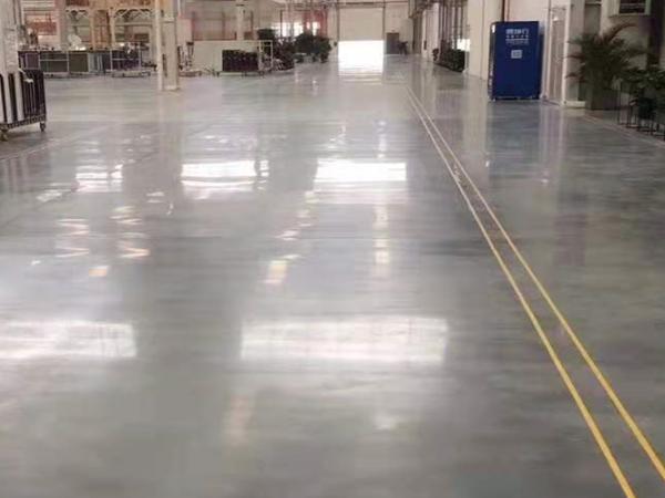 工厂选水泥固化剂地坪厂家要注意哪两点?