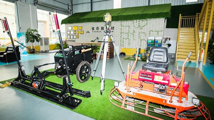 地卫士-双盘驾驶型研磨机与激光整平机
