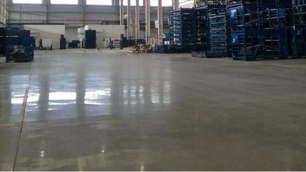 汽车零部件生产厂商选择水泥固化剂地坪