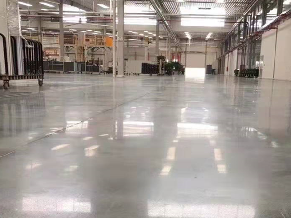 机械厂固化剂地坪施工,研磨出大理石般光泽的效果
