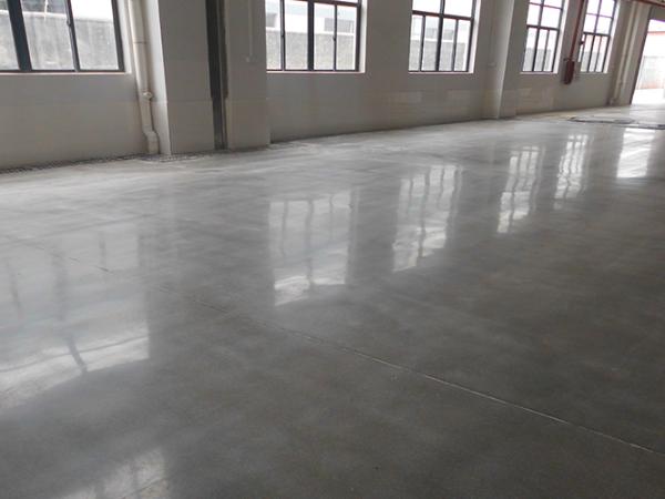 水泥硬化剂地坪的光泽度可以保持多久?