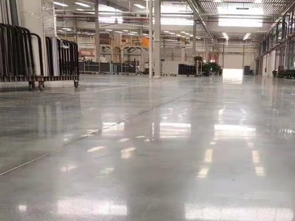 厂房地坪就选超强耐磨的固化剂耐磨地坪!