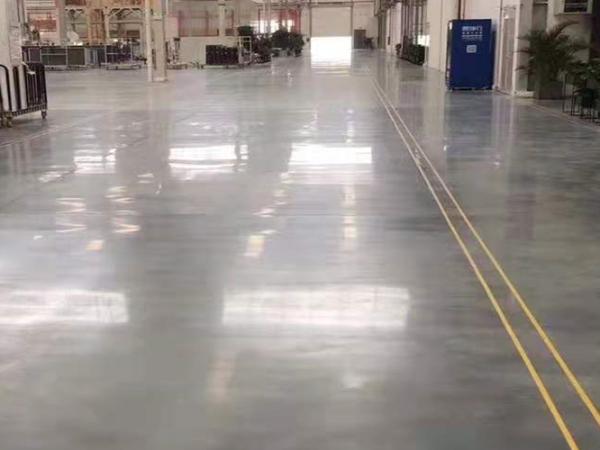 混凝土固化剂地坪可一劳永逸的解决旧地面硬度不够的问题!