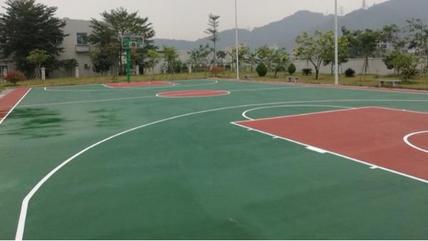广东学校校长夸这家的运动场地坪漆做的好!