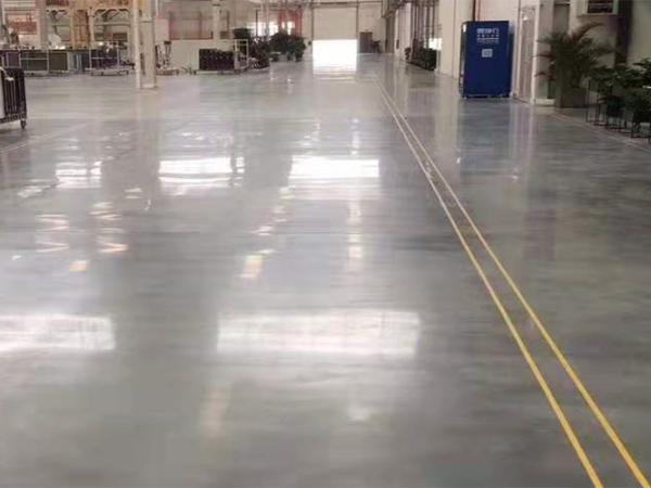 厂房仓库地面翻新选地坪漆工程还是选固化剂地坪工程?