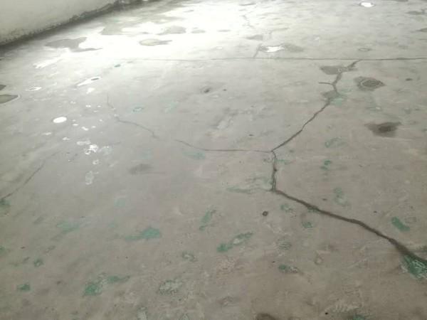 大家知道怎么样预防混凝土地面开裂吗?